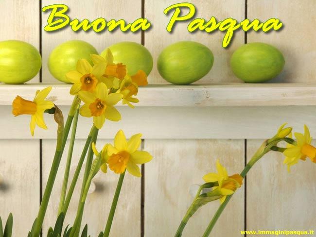 Immagine di Pasqua con uova e fiori